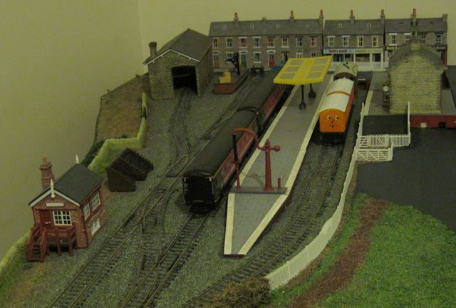 Burton Phoenix  - Almost There - Station view